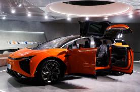 80万的中国量产电动车,高合Hiphi X展台被围的水泄不通