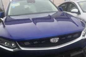 吉利全新轿跑SUV现身路边!蓝色车身非常亮眼配沃尔沃2.0T