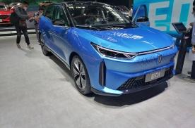 北京车展实拍|一汽奔腾首款电动车E01上市 配三块大屏