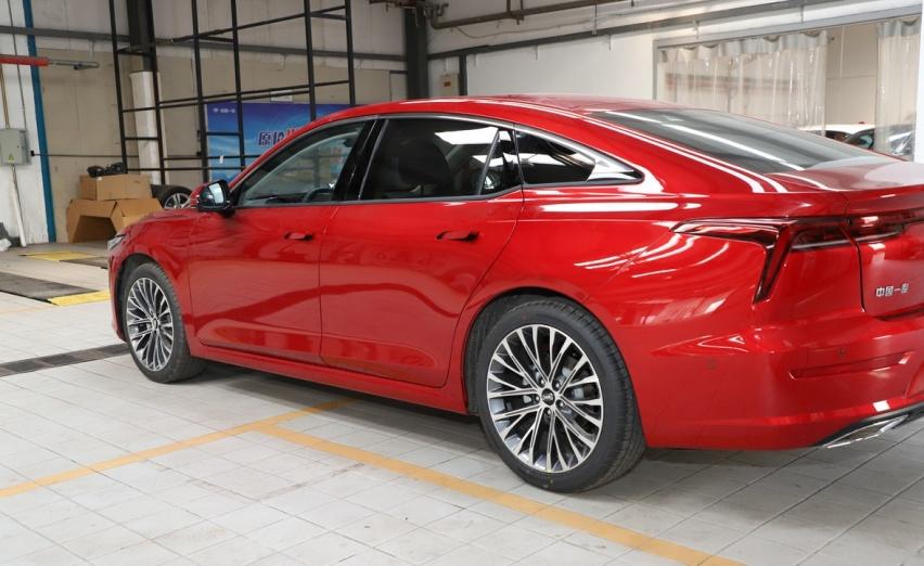国产又一家轿王上市,长超4米8,入门169马力,9.99万起