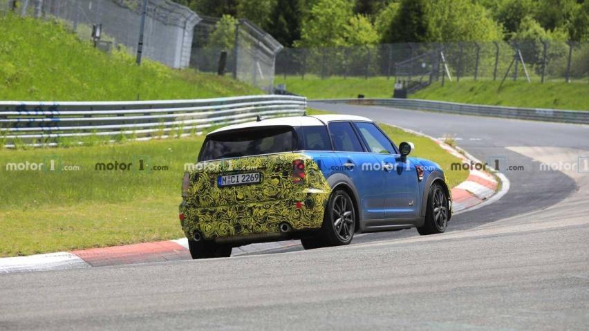 mini-countryman-spied-testing-at-the-nurburgring (3).jpg