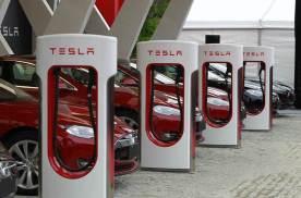 新增4000+超充桩,Model 3销量过万,特斯拉正在国