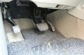 踩油门为什么会有类似爆震的声音?