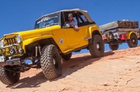在美国,玩探险穿越都开什么越野车?