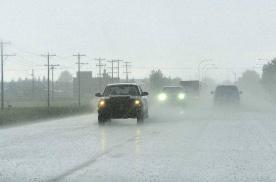 连续雨季,如何正确使用车辆
