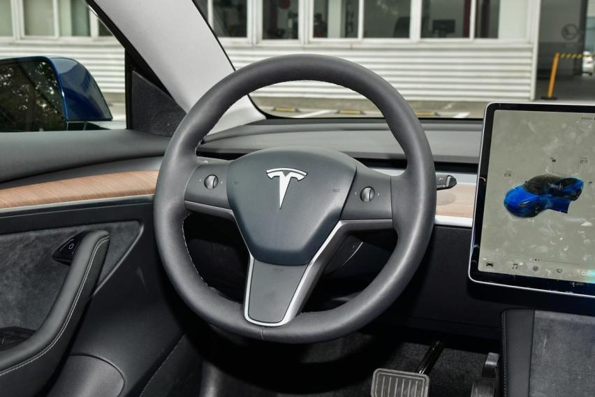 《【华宇娱乐平台注册】早上刚骂完,下午交定金,特斯拉Model 3真那么优秀吗?》
