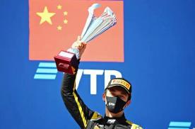 高光时刻,首位国际汽联F2锦标赛夺冠的中国车手--周冠宇