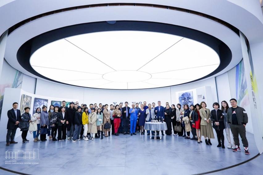 01_沃尔沃车主、中国文化传播使者、当代水墨画家、跨界艺术家李晓峰个人艺术作品展在沃尔沃汽车品牌体验中心(中国)正式揭幕.jpg
