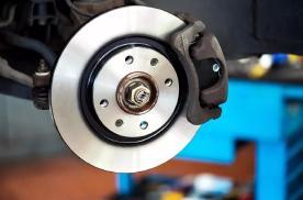 停车熄火后再打火启动 刹车变硬是怎么回事?