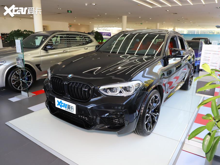 宝马X4 M热卖中 目前售价86.99万起