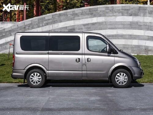 2020款 上汽大通V80 2.0T AMT PLUS城市版短轴超低顶5/6座