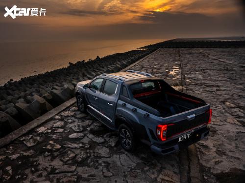 2021款 上汽大通 T902.0T双增压 自动四驱高底盘豪华型长箱