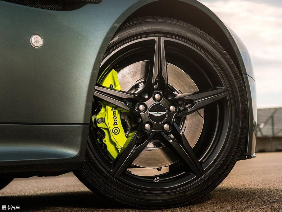 V8 Vantage AMR
