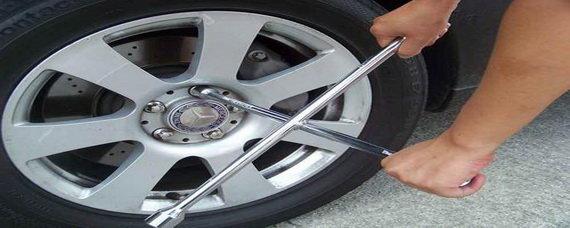轮胎螺丝太紧怎么卸?