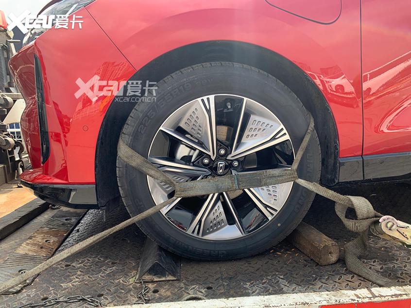 北京车展探馆 一汽奔腾首款电动车E01
