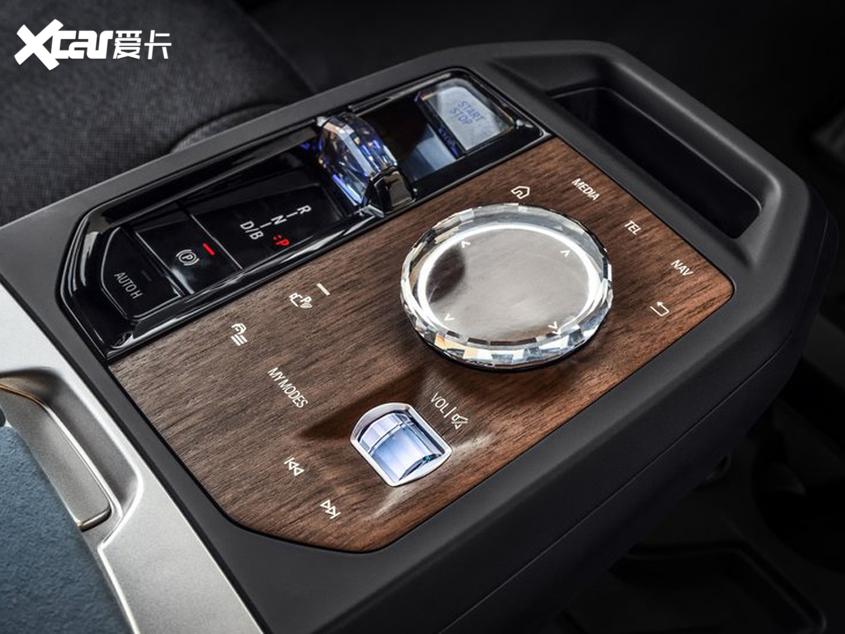 宝马iX正式全球首发 明年上市同步入华
